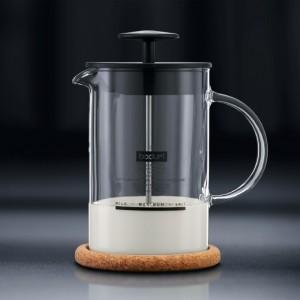 BODUM Latteo Milchaufschäumer vor Pumpen